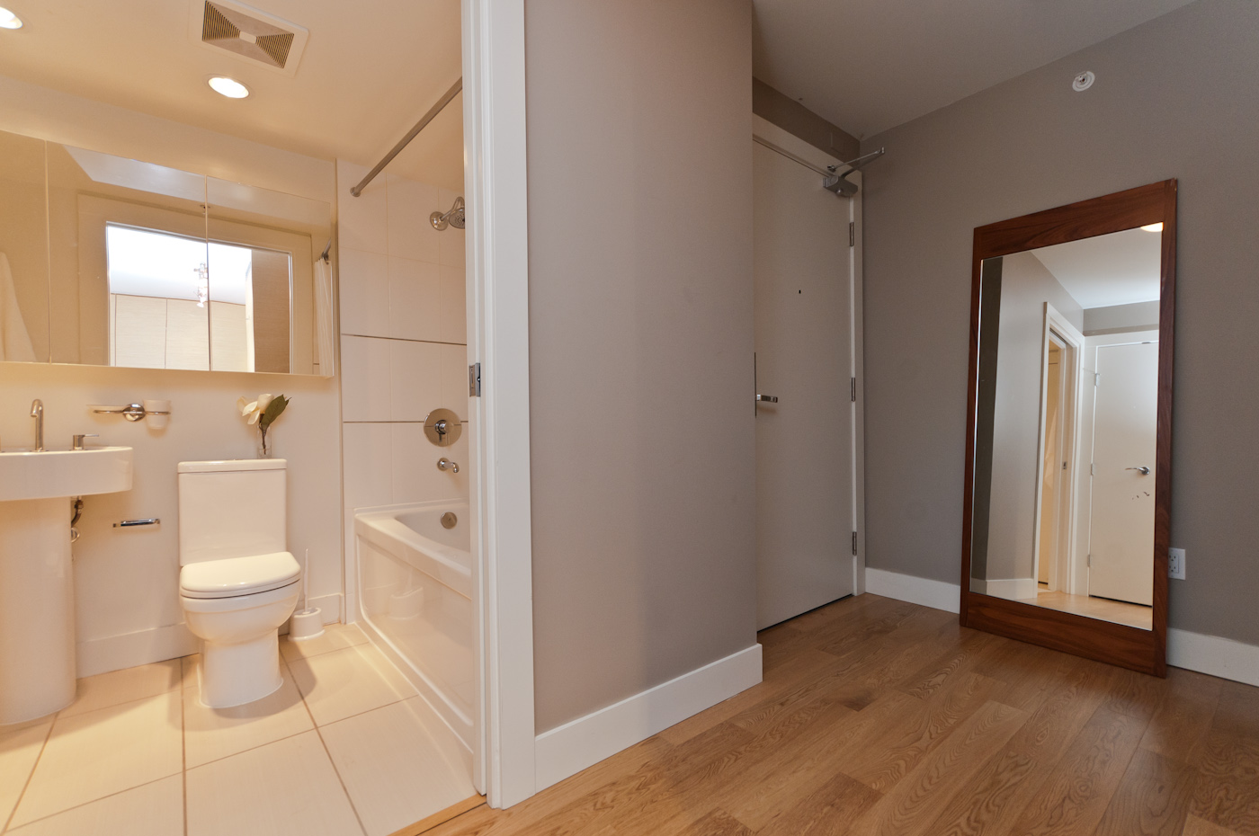 Bathroom & Entrance area - Downtown - 706-565 Smithe Street, Vancouver, BC, Canada