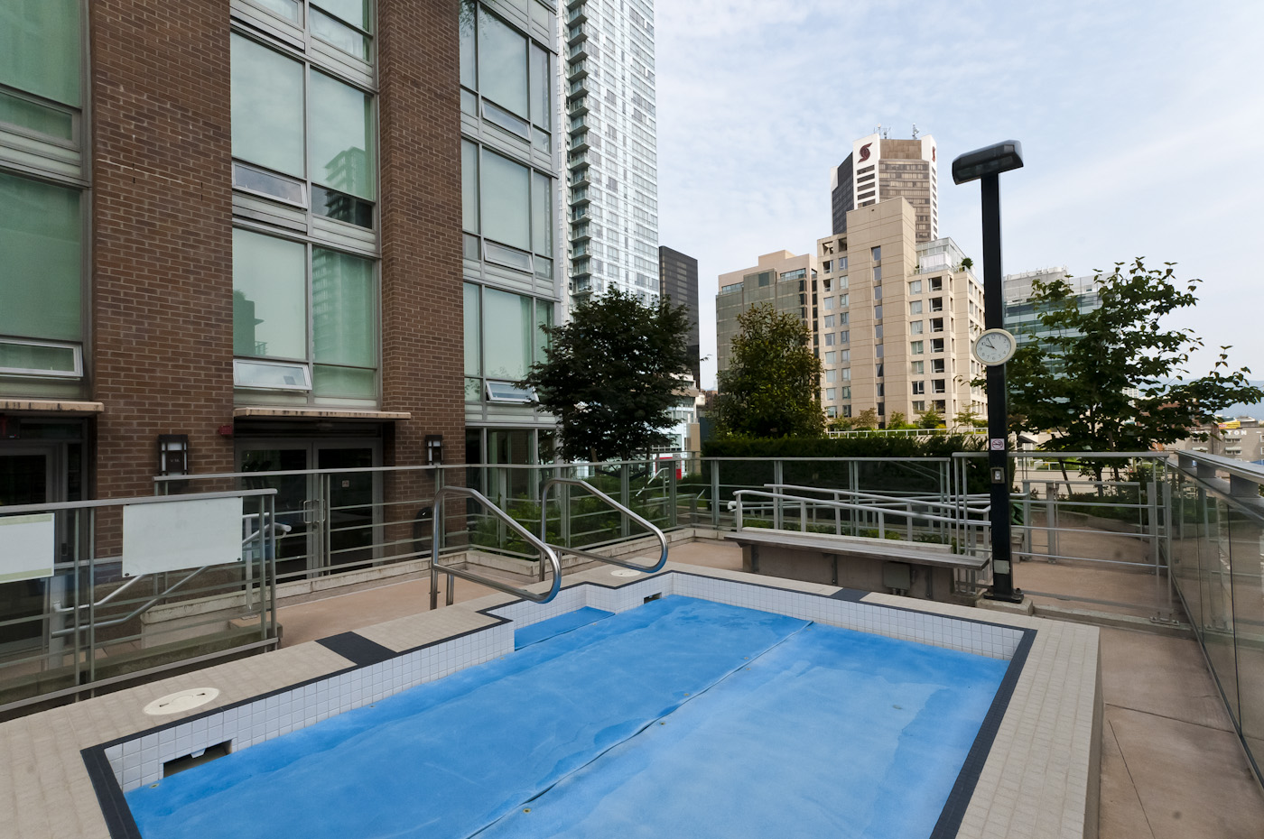Building Amenity: Hot tub - Downtown - 706-565 Smithe Street, Vancouver, BC, Canada