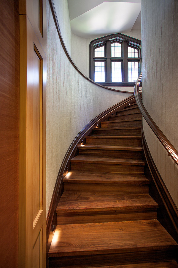 Staircase from foyer to lower level
