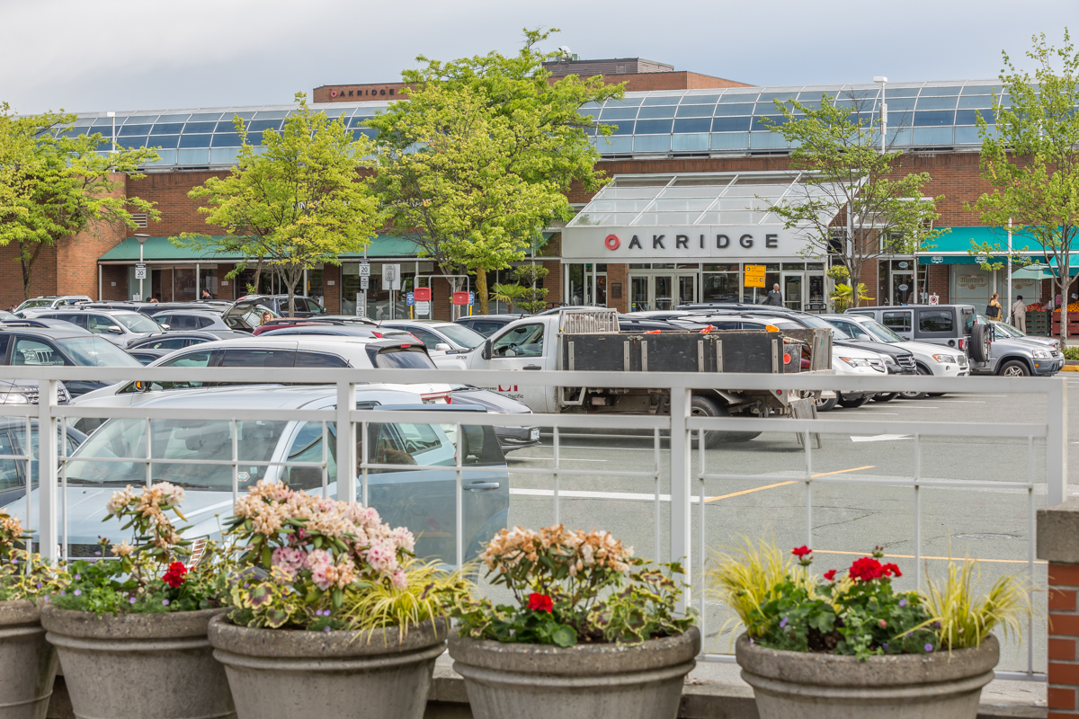 Neighborhood: Oakridge Mall