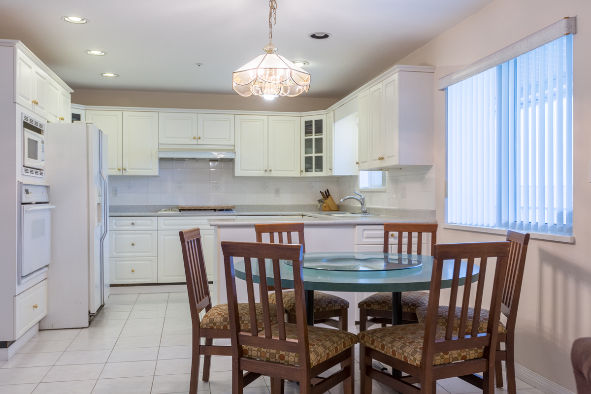 Eating Area/Kitchen