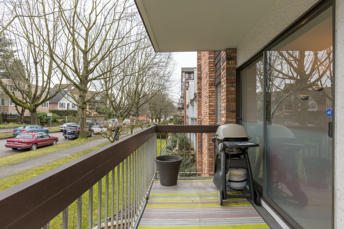 Wrap-around Balcony - Mount Pleasant - 345 West 10th Avenue, Vancouver BC Canada