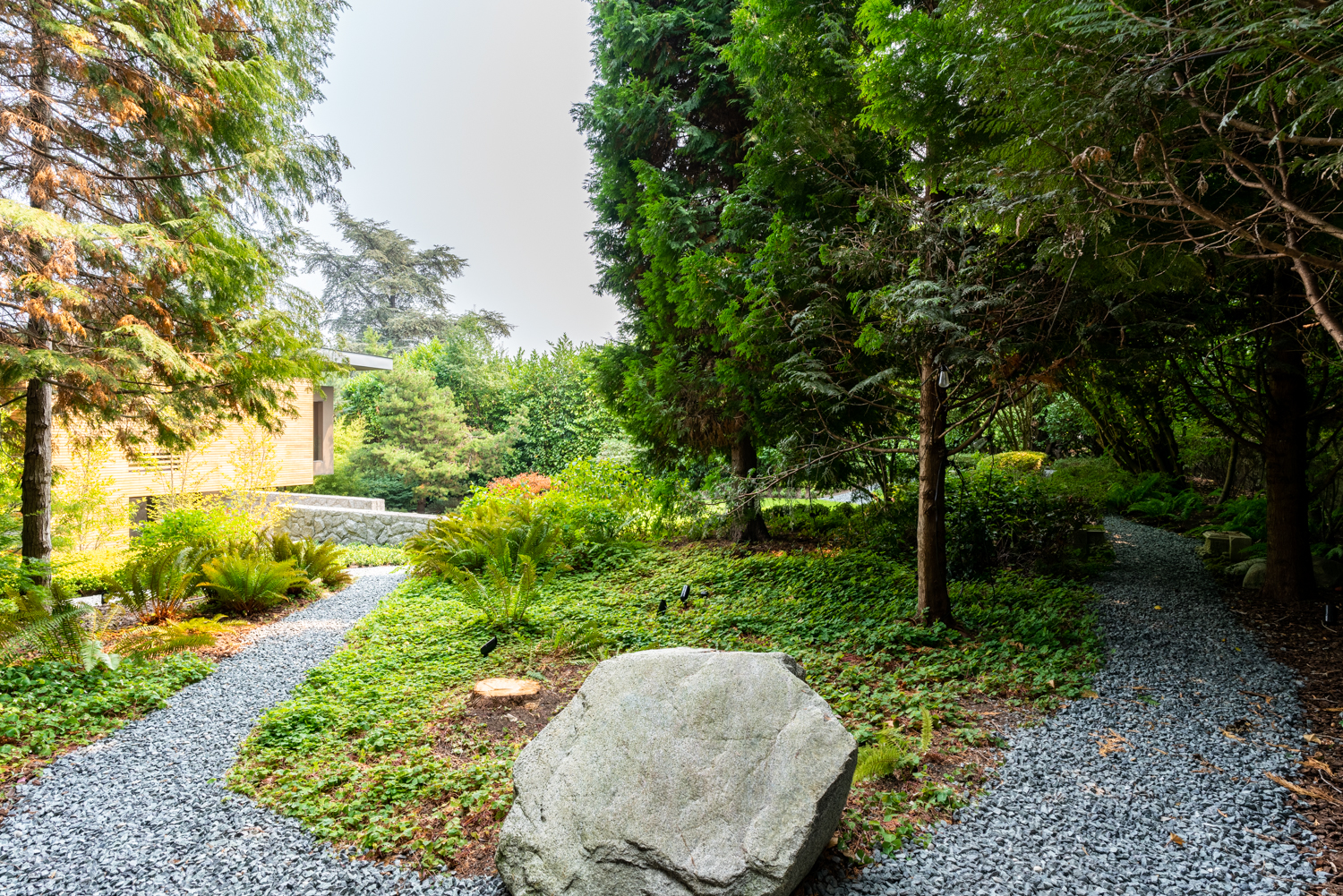 Landscaped Backyard with Walking Trail - Shaughnessy - 1098 Wolfe Avenue, Vancouver, BC