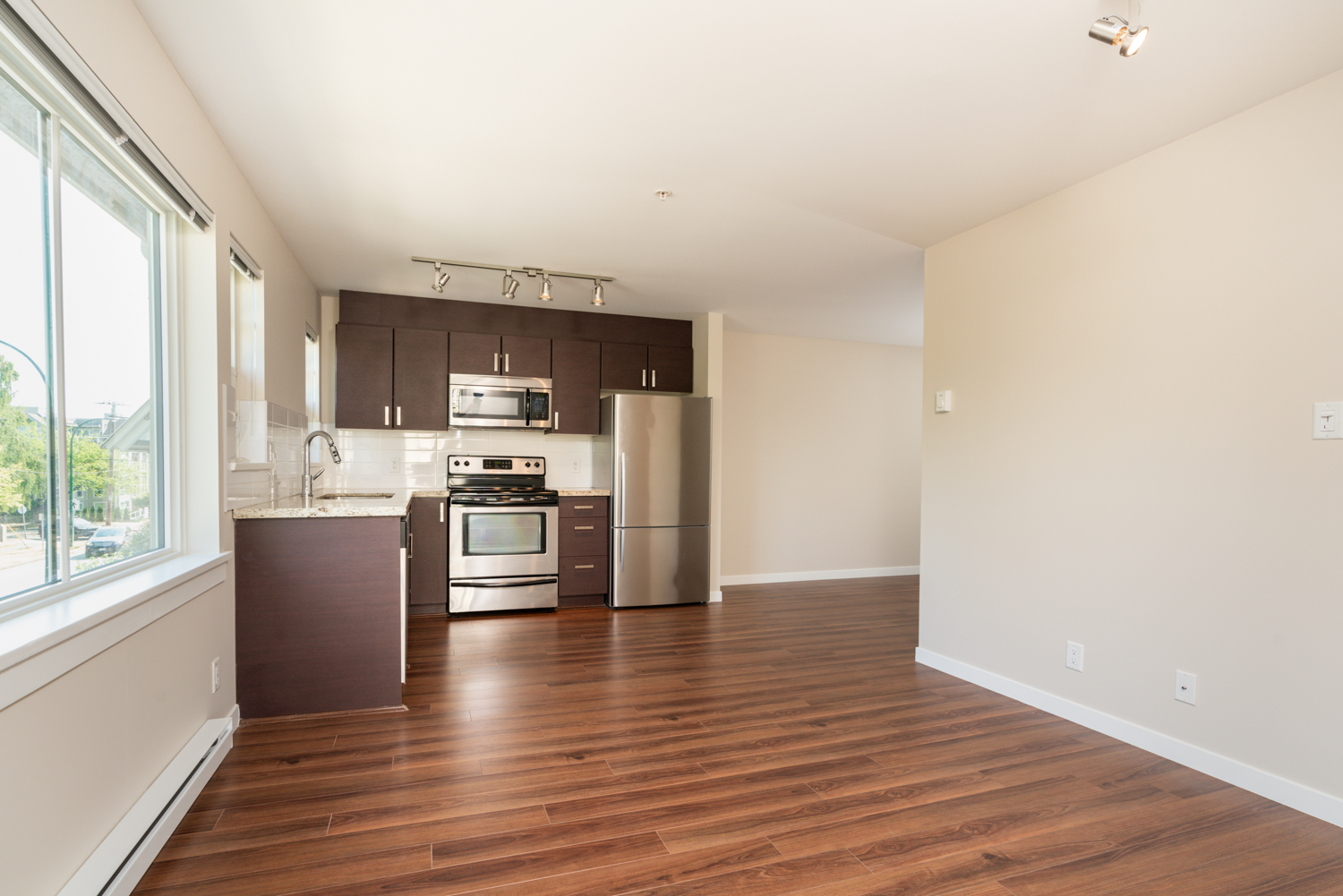 Kitchen & Living Room - Cambie - 930 West 16th Avenue, Vancouver, BC