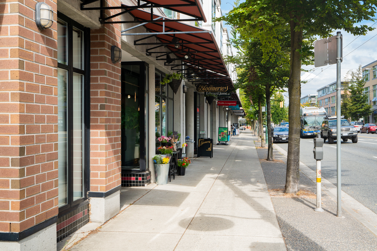 Steps to amenities along Arbutus St