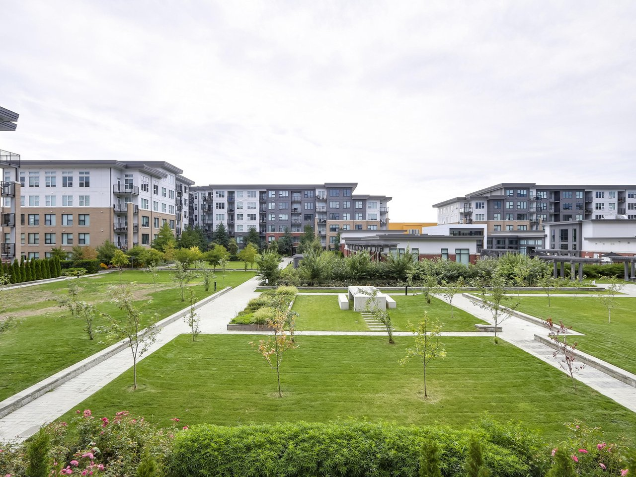 Courtyard View - West Cambie - 9388 Tomicki Avenue, Richmond, BC, Canada