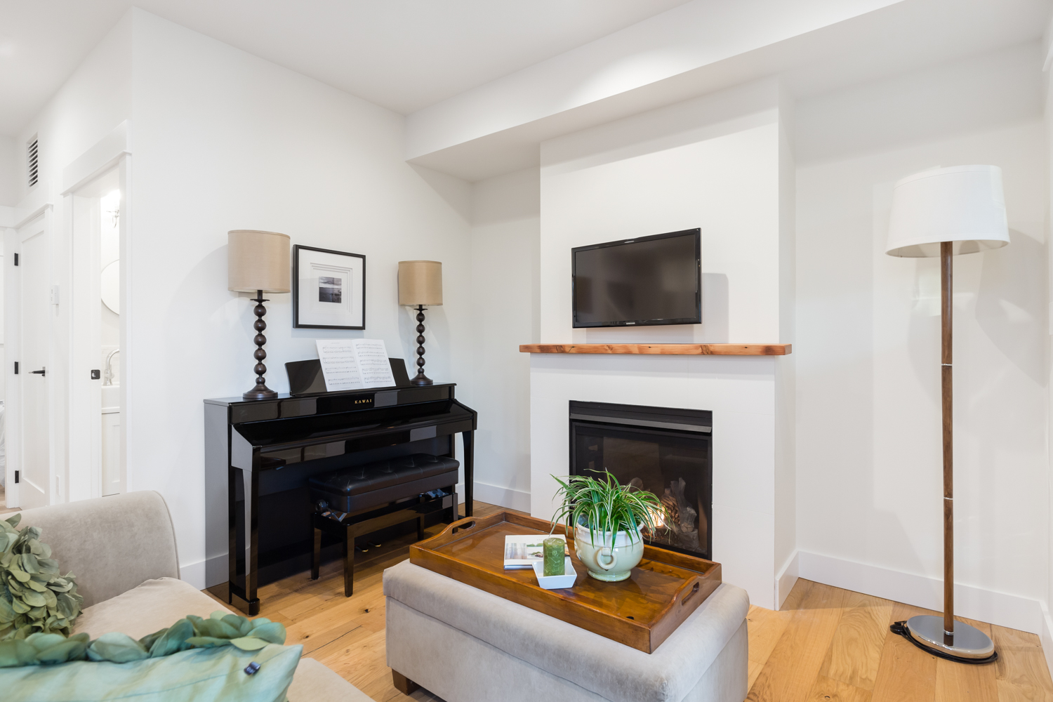 Family Room - Kitsilano - 3696 West 2nd Avenue