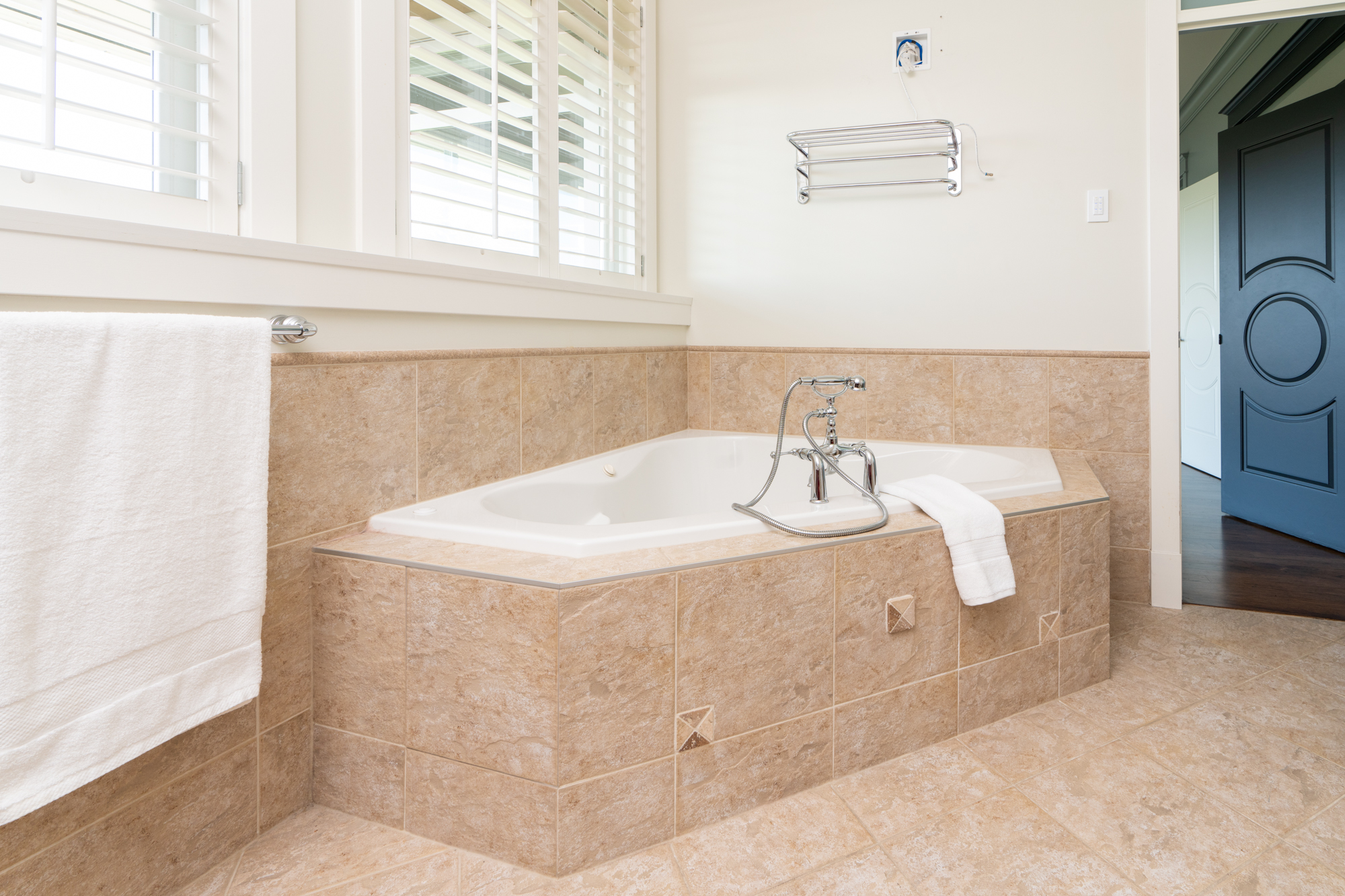 Master Ensuite Bathroom - Upper Lonsdale - 4245 St. Georges Avenue, North Vancouver