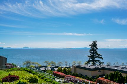 Apartment/Condo real estate for sale | 304-15025 Victoria Avenue - White Rock, South Surrey White Rock