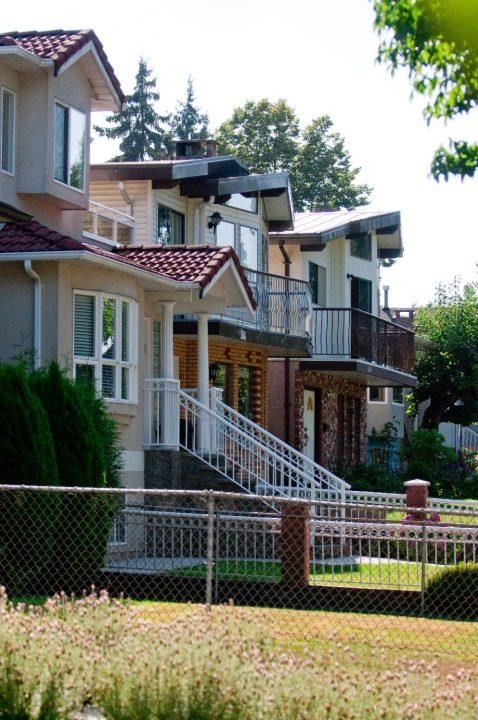 Single detatched homes in Vancouver Fraser neighbourhood